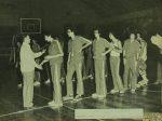 70'lı yıllar Basketbol Takımı bir seromonide